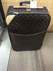 ヴィトンのキャリーバッグ